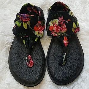 Sanuk black floral yoga sling sandals Sz. 9